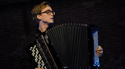premios  El acordeonista finlandés Janne Valkeajoki gana el Certamen Internacional Arrasate Hiria 2015