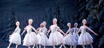 THE NUTCRACKER ;   Music by Tchaikovsky ;  Choreography by Wright ; Artists of The Royal Ballet (as Snowflakes) ;  The Royal Ballet  ;  At the Royal Opera House, London, UK ;   3 December 2013 ;  Credit: Tristram Kenton / Royal Opera House / ArenaPAL
