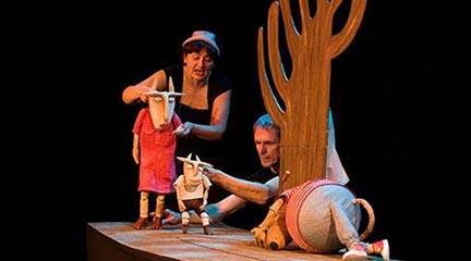 para ninos  Las marionetas de Los 7 cabritillos y Los 3 cerditos suben al escenario del Teatro Auditorio de El Escorial