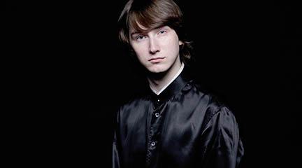 clasica  El joven director ruso Maxim Emelyanychev dirige la Real Filharmonía de Galicia