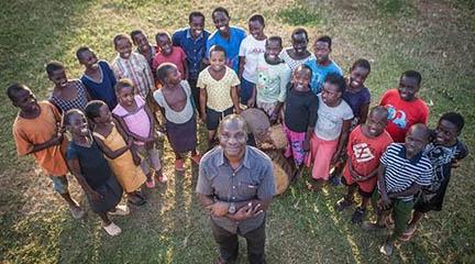 musicas del mundo  Un coro de niños ugandeses alza la voz en defensa de los Derechos Humanos