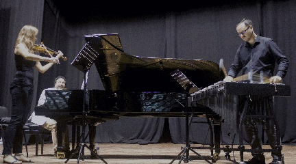 hacia el siglo 21  El compositor y pianista Juan Antonio Simarro presenta su primer trabajo discográfico en Tenerife
