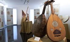 instrumentos  Exposición Armonías de Azul y Ocre en el Teatro Zorrilla