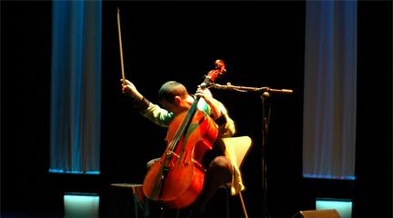 jazz  El violonchelista Matthieu Saglio en el Corral de comedias de Alcalá
