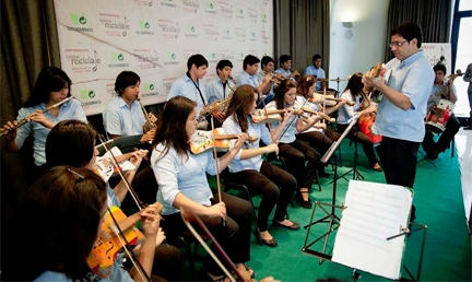 musicas del mundo  Concierto benéfico de la Orquesta de Instrumentos Reciclados de Cateura