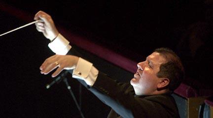notas  El Teatro Real acuerda la designación de Ivor Bolton como director musical