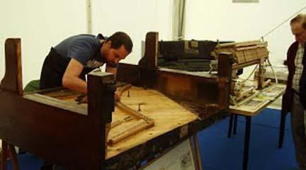 universidad  Título propio en Especialista Universitario en afinación, reparación y mantenimiento de pianos
