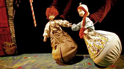 para ninos  El cuento de Hansel y Gretel, se hace realidad a través de los títeres en El Escorial