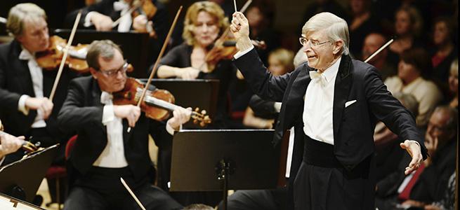notas al reverso  90 Aniversario en Dresde con tres B mayúsculas: Beethoven, Bruckner y Blomstedt