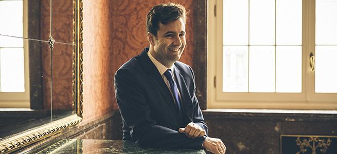 internacional  Óliver Díaz dirige Il Trovatore en el Helikon Ópera de Moscú