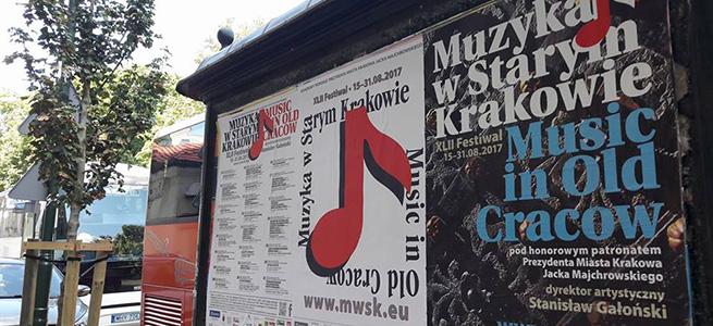 notas al reverso  A diestra y siniestra de la calle Krakowska