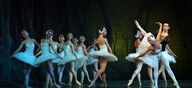 clasica danza  El Royal Russian Ballet con el lago de los cisnes en el Festival de Navidad