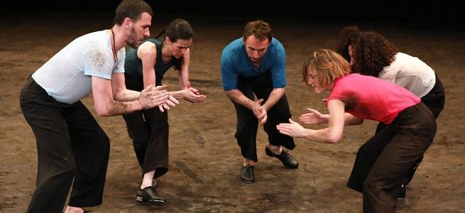 contemporanea danza  Le Jour de la Bête, danza de grupo en la Sala Hiroshima