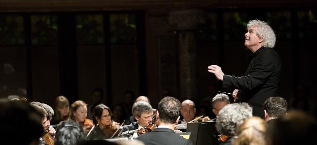 notas al reverso  Sir Simon Rattle y la Filarmónica de Berlín. Mayoría de edad en modo menor