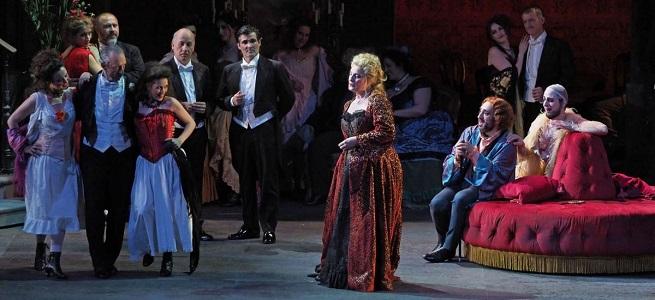 lirica  Manon Lescaut de Puccini en la Plaza Mayor desde el Gran Teatro del Liceu