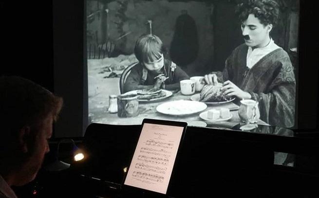 notas  Proyección de El Chico, de Chaplin con música en directo