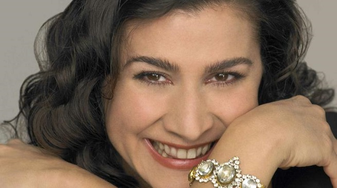 lirica  Bartoli, una diva metida a Cenicienta en el Palau de la Música