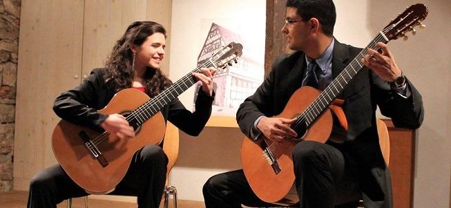 musicas del mundo  Ritmos latinos para viajar por el mundo con las guitarras del Dúo Taracea en los Teatros del Canal