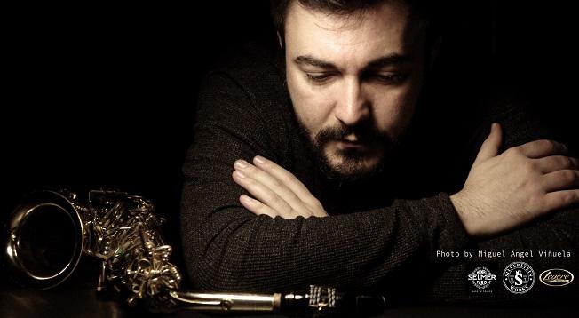 cdsdvds  Pedro Pablo Cámara Toldos: Solitaire. La obra de arte total para saxofones