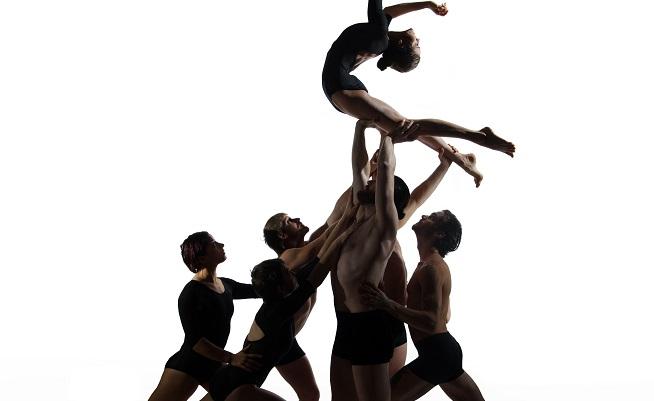 contemporanea danza  El Price inaugura una primavera llena de lentejuelas, plumas y memoria del circo