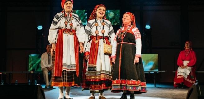 notas al reverso  Etnokraków revaloriza la diversidad del folk europeo