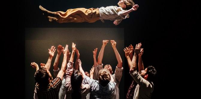 contemporanea danza  Hofesh Shechter Company presenta el espectáculo de danza Grand Finale
