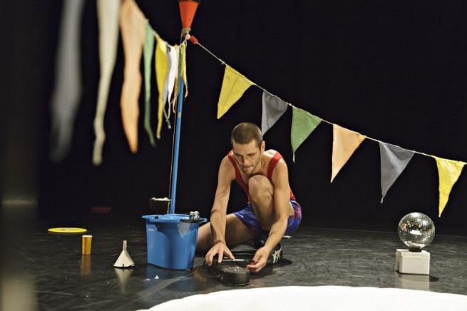 contemporanea danza  La sala Hiroshima estrena Multiverse, un espectáculo singular del creador belga Louis Vanhaverbeke
