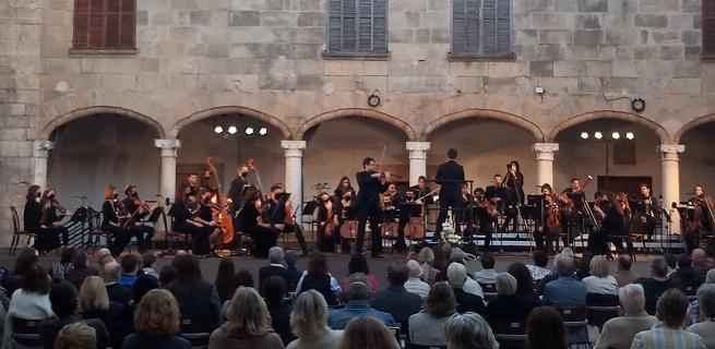 notas al reverso  Pollença corona el año Beethoven en Mallorca