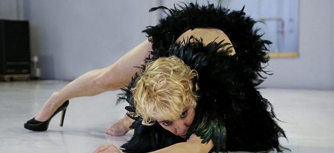 contemporanea danza  Sol Picó recupera el género de la revista en un cabaret sobre el lado oscuro