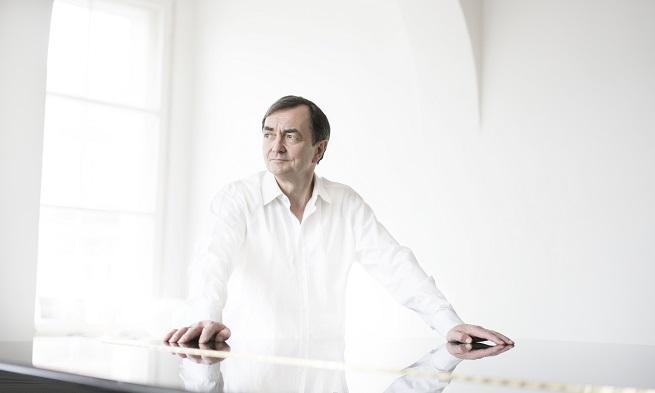 contemporanea  El pianista Pierre Laurent Aimard visita el ciclo Series 20/21 del CNDM