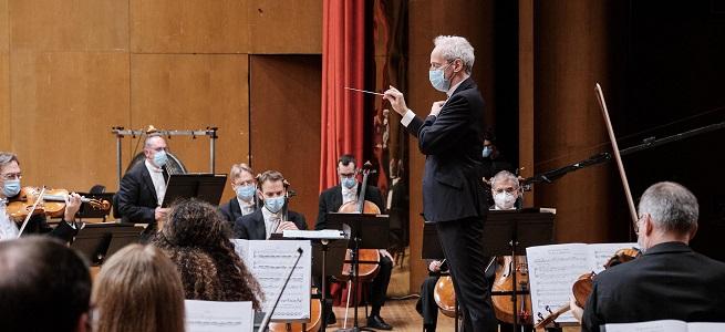 """clasica  La Real Filharmonía de Galicia emitirá por streaming """"Romeo y Julieta"""", de Chaikovski y el """"Concierto para violín en re menor"""", de Jean Sibelius"""