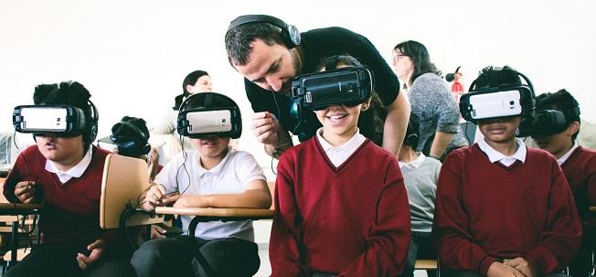 actualidad de centros  La Escuela Superior de Música Reina Sofía junto a la Fundación Banco Santander lleva la música a los colegios a través de la realidad virtual