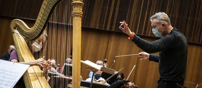 clasica  Alexander Liebrich dirige a la Orquesta de València en la Lonja