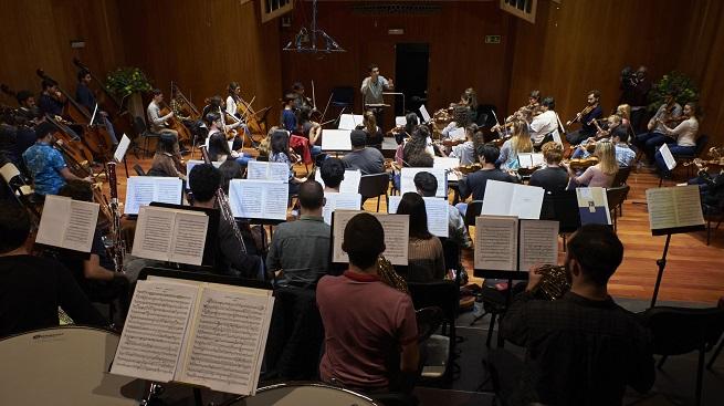 actualidad de centros  La Escuela Superior de Música Reina Sofía celebra su 30 aniversario con una gira europea de la Orquesta Sinfónica Freixenet dirigida por Andrés Orozco Estrada
